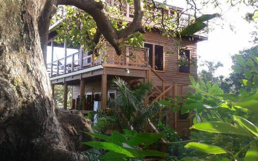Building for rental business in Roatan