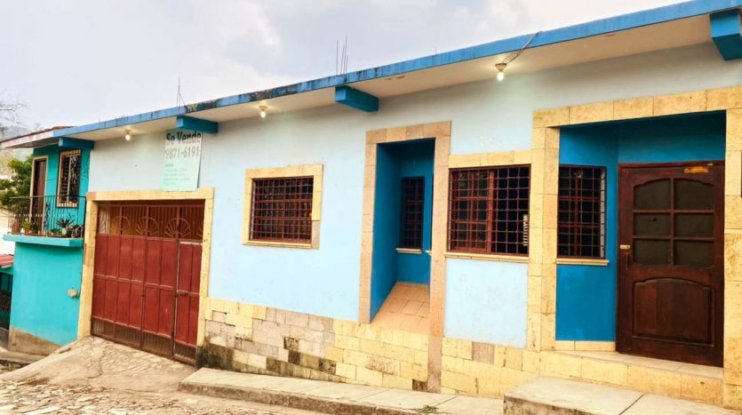 4 bed 4 bath house in the center of Copan